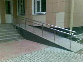 В Стерлитамаке устанавливают пандусы для инвалидов