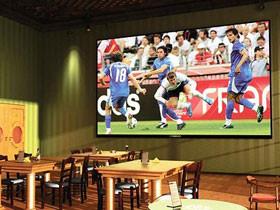Госдума планирует временно вернуть рекламу пива в спорт