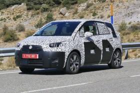 Фотошпионы поймали на дорожных тестах третий Opel Meriva