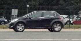 Новый внедорожник Peugeot замечен на дорогах Европы