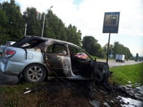 В Башкирии после ДТП загорелся автомобиль Subaru Impreza