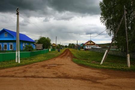 derevnya_doroga_shtorm_110920